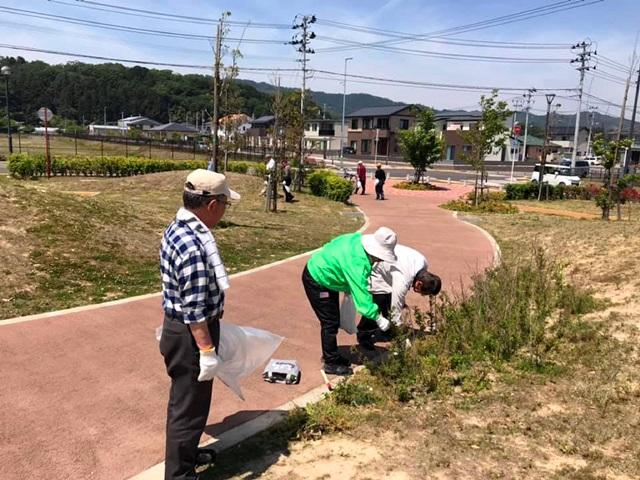▲公園利用者の有志で公園管理会を組織し、清掃や樹木施肥などの活動を行なっています。(写真提供:山元復興ステーション)