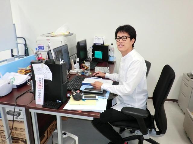 ▲山元復興ステーションの橋本大樹さん。2012年、神戸まちづくり研究所から派遣されて山元町へ移住しました。