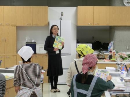 新潟県福祉保健部健康対策課の小島さんより「にいがた減塩ルネサンス運動」の説明を受けました